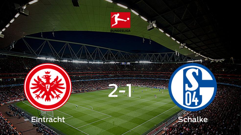 Eintracht Frankfurt se impone por 2-1 a Schalke 04