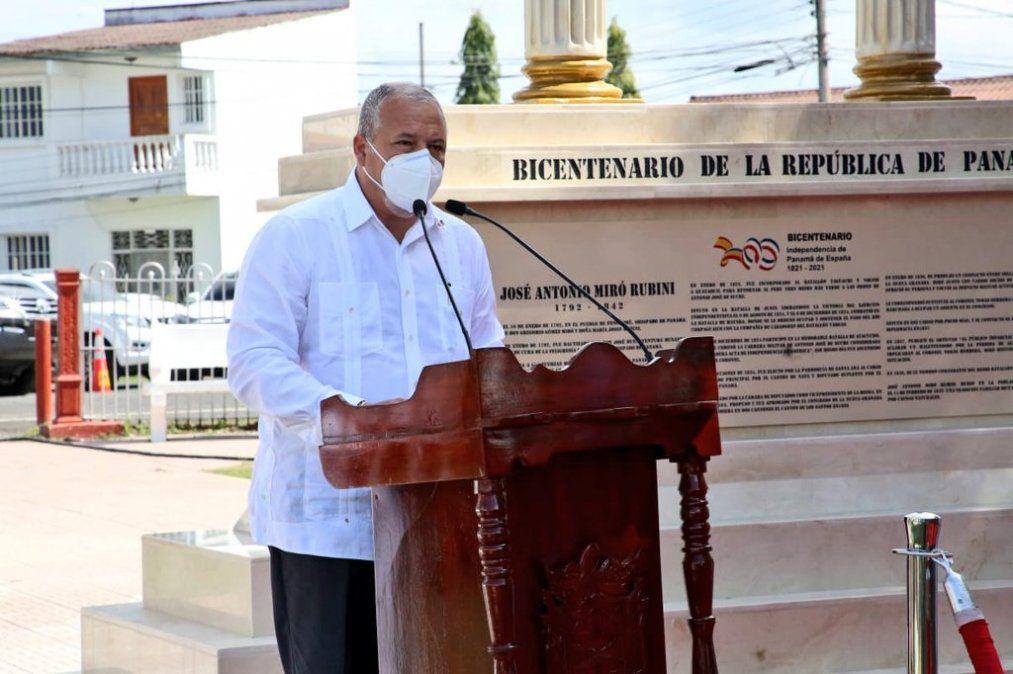 Error histórico: Quién es el responsable del monumento alusivo al Bicentenario en Penonomé