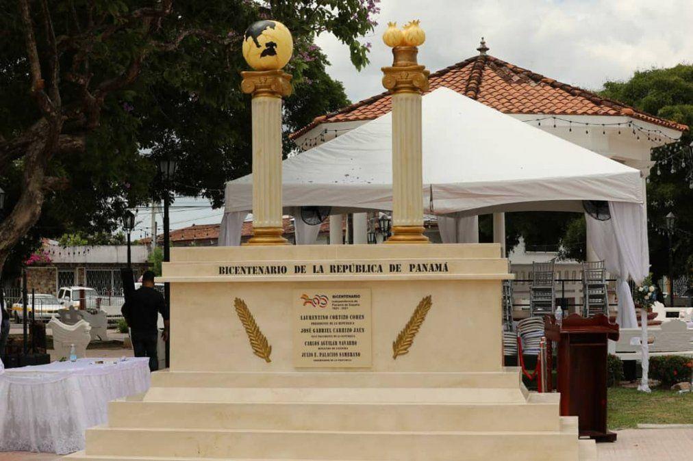 ¿Qué dice la polémica frase utilizada en el monumento al Bicentenario?